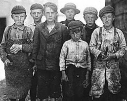 Group of child workers from the 19th century.