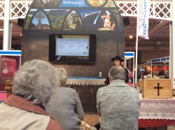Debra Chatfield demonstrates finding Indian Records at the FindMyPast theatre at WDYTYA? Live 2014