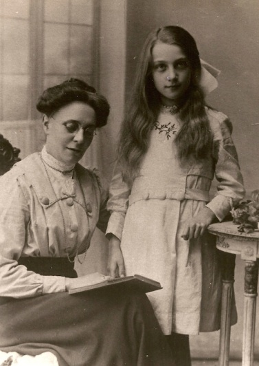 Rose Ellen Martin with her niece Mary Goodge